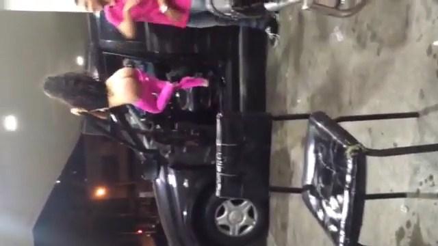 Novinha flagrada pelada no posto de gasolina vazou na net