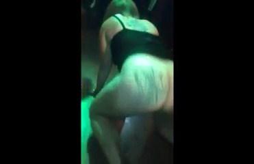 Flagras zap com gostosas dançando pelada no baile lotado vazou na rede
