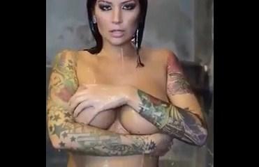 Novinha whatsapp vídeo da tatuada gostosa em ensaio sensual vazou na rede