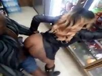 Novinha caiu na net transando na loja de conveniência