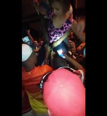 Flagras no baile funk com novinha ganhando chupadas na xota