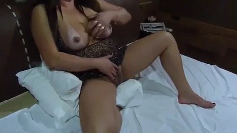 Esposa pelada masturbando e marido gravando