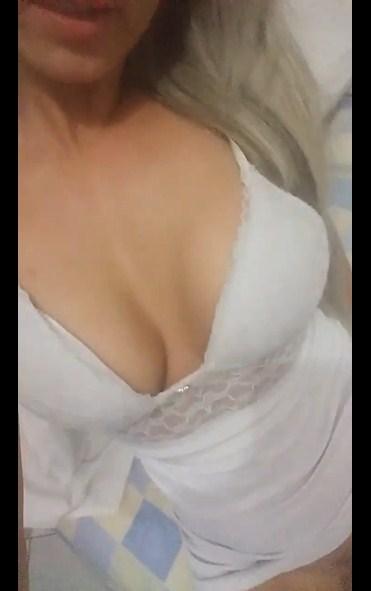 Vídeo caseiro da gostosa sedutora exibindo a bunda grande