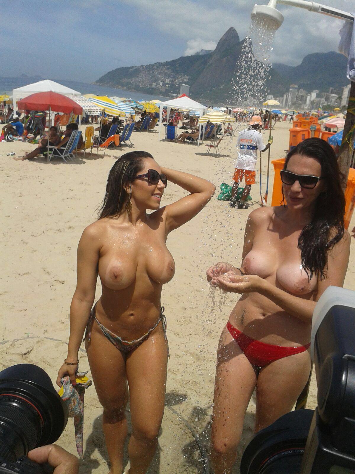Fotos Da Renata Frisson a Mulher Melão Pelada Em Uma Praia