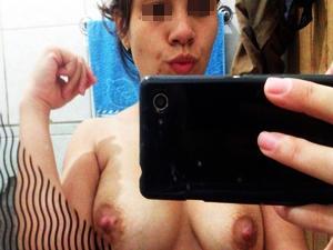 Novinha Peladinha Em Fotos e Vídeo Que Gravou Pro Ex Namorado