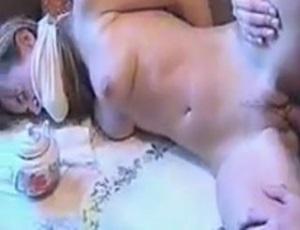 Amadora sendo violentada pelo vizinho tarado safado