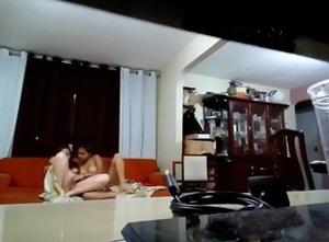 Novinhas lésbicas transando acabaram filmando tudo e compartilhando na net