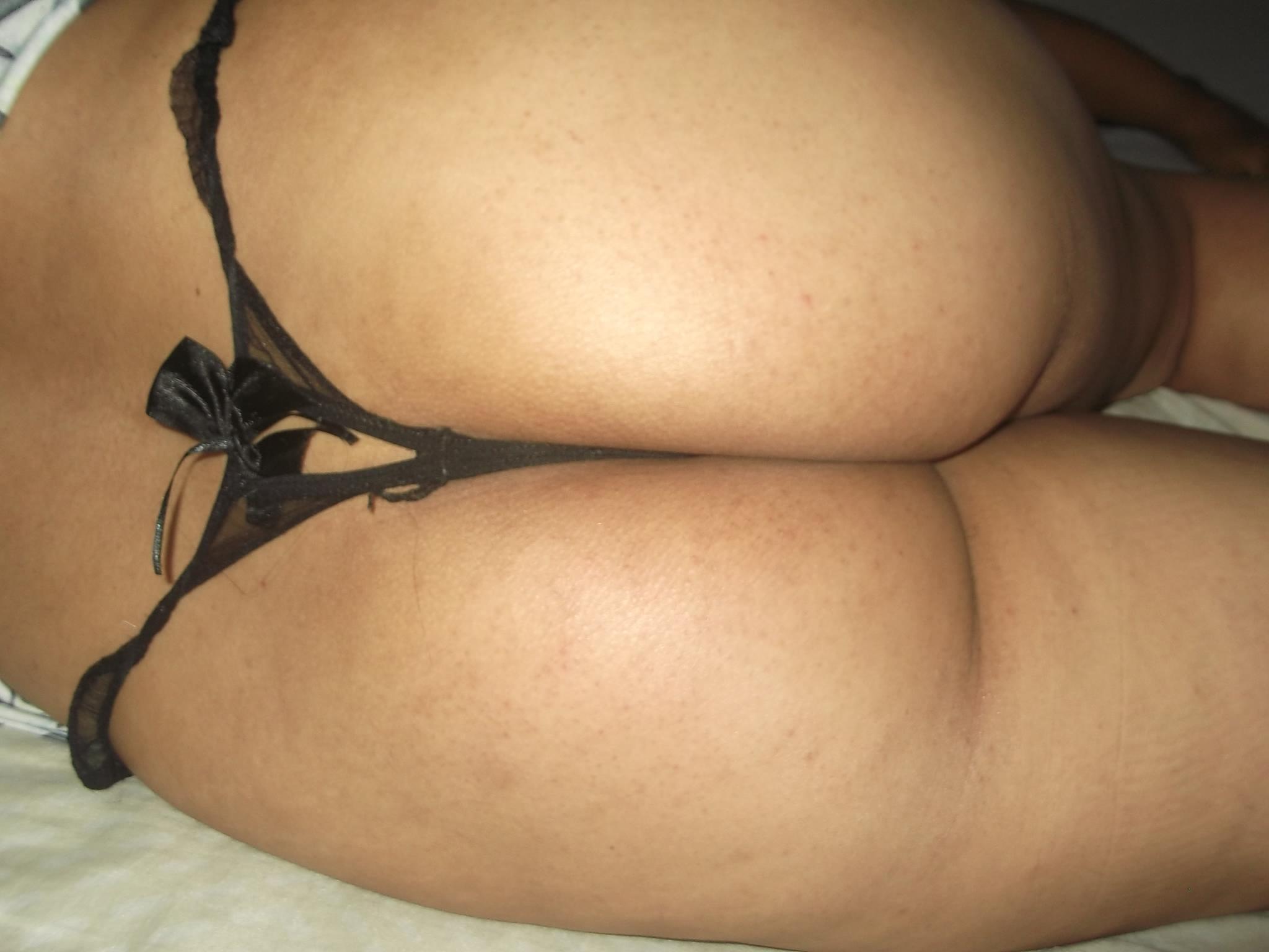 Fotos nuas de uma amadora boazuda que teve sua intimidade vazada na net