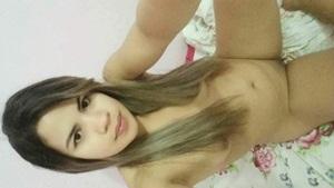 Caiu na net fotos de uma novinha de 22 anos peladinha