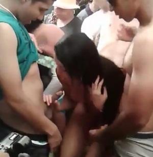 Orgia no carnaval 2017 com novinhas gulosas pagando boquete na folia