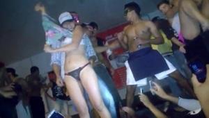 Ninfeta tesuda super sexy ficou tímida em publico que esperava ela fica peladinha