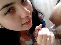 Bruna novinha tatuada toda exitada catucando cacete durinho na boca de veludo ( Vídeo 03 )