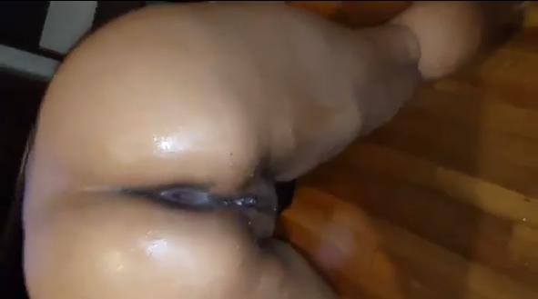 Mulata muito rabuda deu o cu e acabou gozando muito pelo prazer que sentiu no sexo anal