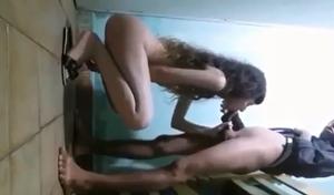 Novinha gata angelical passou la no barraco do Rafinha e caiu de boca no pau