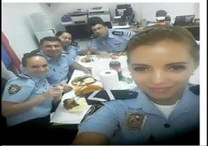 Policial linda e gostosa caiu na net pagando boquete pro namorado