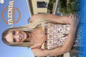 Monick Camargo loira famosinha mostrou peitinhos no programa A Fazenda