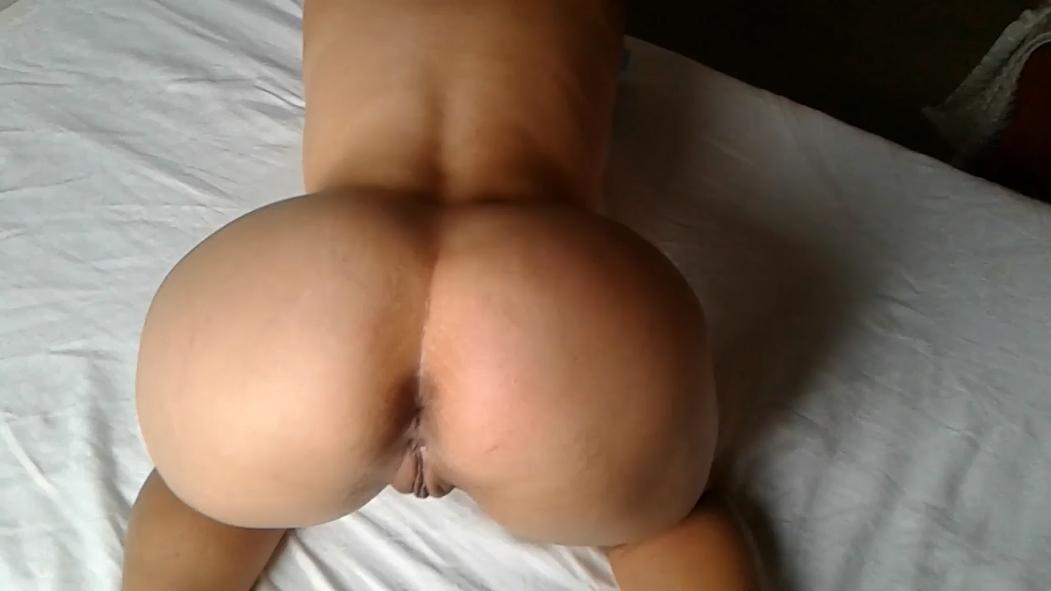 Vídeo caseiro de esposa de bunda grande pelada mostrando cu