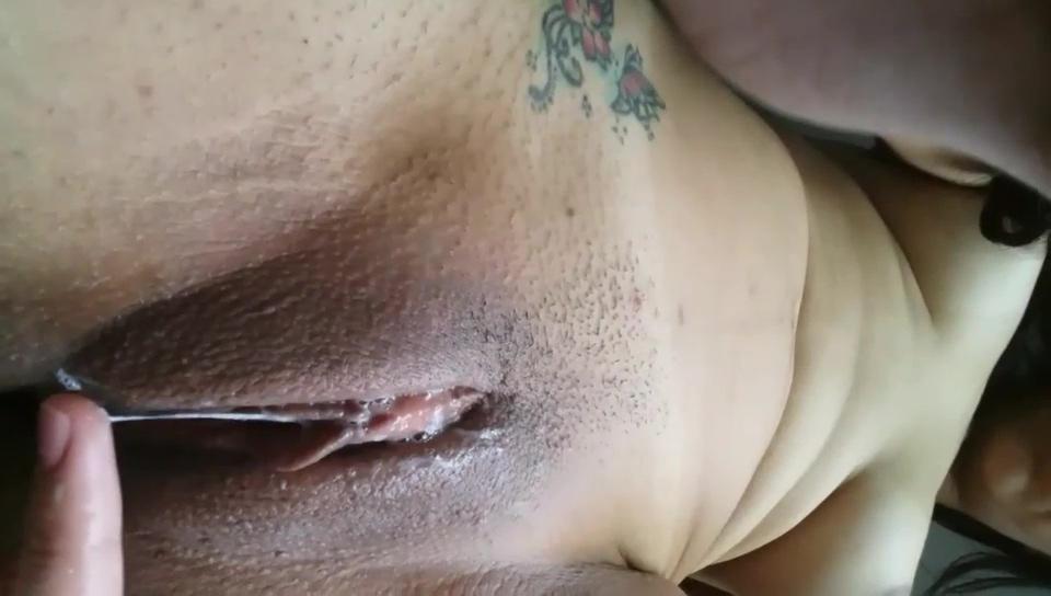 Moreninha tesuda com a pepeca babando de tesão vazou na rede