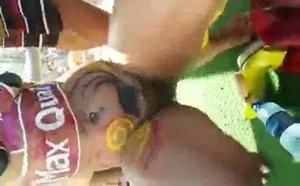 Mulher pelada na micareta de Salvador BA onde é filmada pelos safados