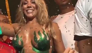 Mulher pelada durante desfile do carnaval carioca do Rio De Janeiro RJ