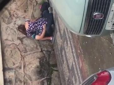 Flagra brasileiro de casal transando na calçada de manhã cedinho