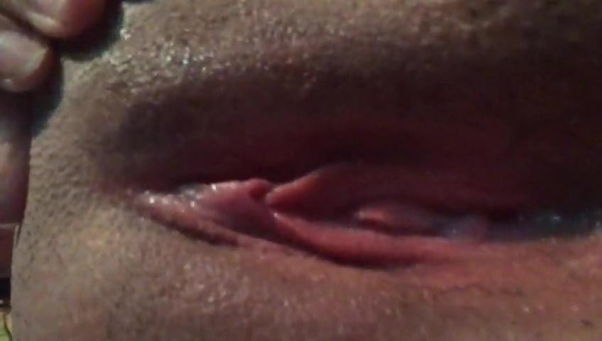 Novinha delicia mostra xoxota raspada e quente caiu na net video intimo
