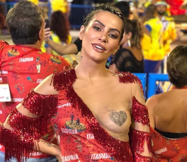 Cléo Pires Atriz Gostosa Causou No Carnaval Ao Exibir Seus Lindos Peitos