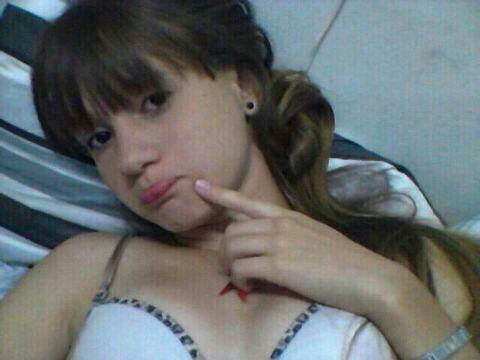 Novinha de Betim MG caiu na net em nudes das xotinha depilada