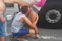Flagra de sexo oral na rua sortudo chupando buceta
