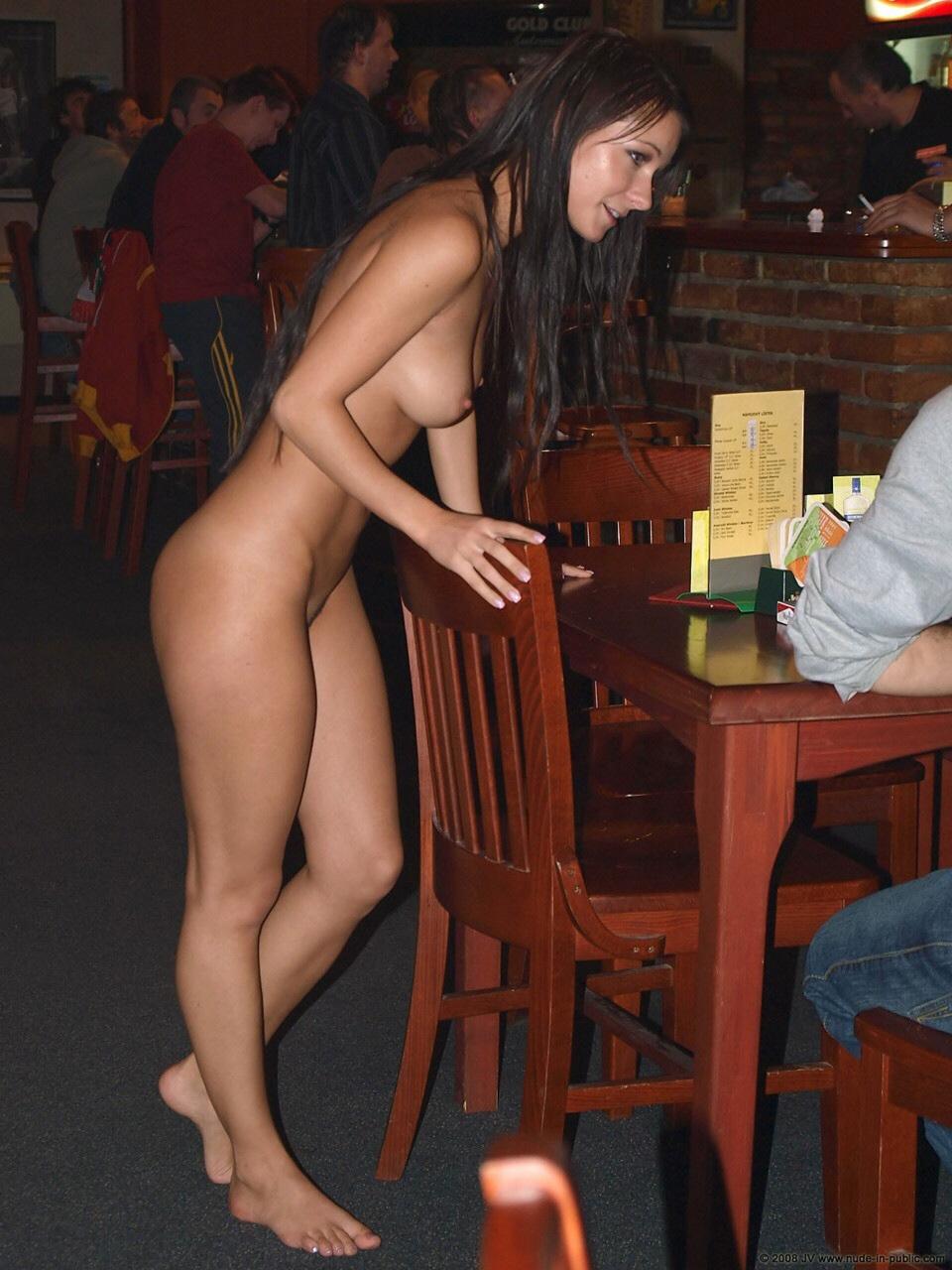 Bar De Putas garçonetes gostosas nuas atendendo clientes peladinhas no