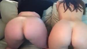 Meninas nuas exibindo bundas grandes prontas pra foder