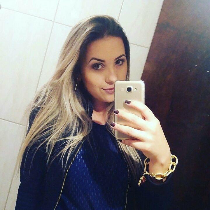 Enfermeira Gostosa Aline Regina Ficou Bebada E Fez Boquete Encima Do Palco