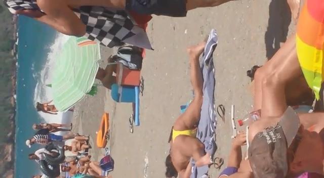 Flagra Masturbação Amadora na Praia Carioca Mulher Pegando Bronze Se Masturbando Cheia De Tesão