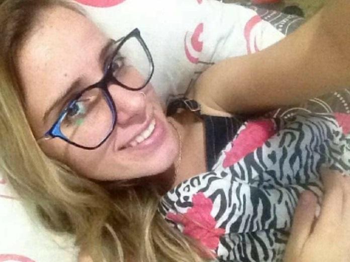 Novinha Paulista Caiu Na Net Roberta Loirinha Nerd Masturbando O Cu