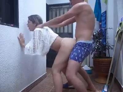 Sexo no quintal amadora dando pro seu macho canalha