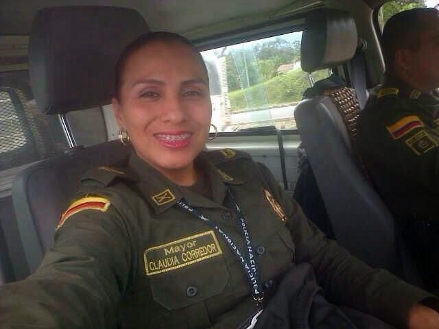 Claudia Caiu Na Net Policial Gostosa Fazendo Boquete E Dando A Buceta