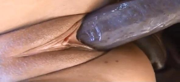 Pau Grande Preto Arrombando Buceta Morena No Sexo Online