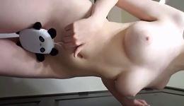 Magrinha se exibindo nua em vídeo porno caseiro