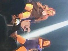 Cantora de forró flagrada sem calcinha durante o Show