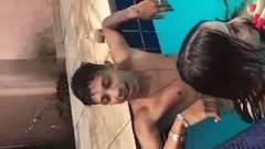 Fodendo na piscina com novinhas gostosas