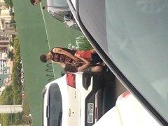 Caiu na net novinha de Maringá – PR fazendo boquete no meio da rua